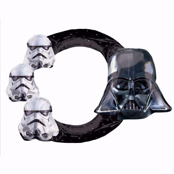 Ein mit Luft aufblasbarer Selfie-Rahmen, auf dem 3 Sturmtruppler und Darth Vader zu sehen sind. Der Rahmen ist ringförmig und schwarz. Auf ihm sind kleine weiße Sterne zu sehen.