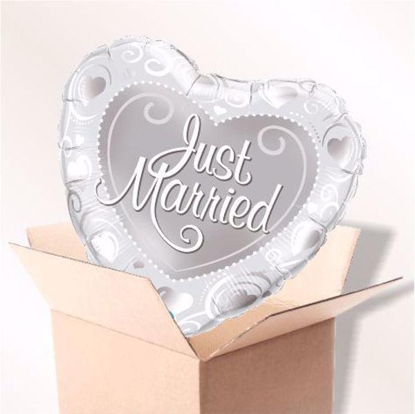 Bild von Folienballon Just Married Hearts silber im Karton